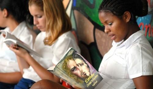 estudiantes-leyendo