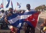 Jóvenes cubanos en caravana contra el Bloqueo